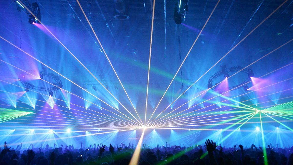 Sinds 1978 uw juiste partner! - Winkel-, en bedrijfsopeningen, productpresentaties, drive-in shows, licht & geluid, lasershows en special effects.